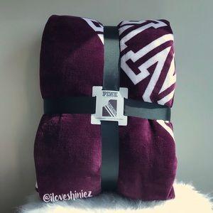 •Victoria's Secret PINK• Sherpa Blanket